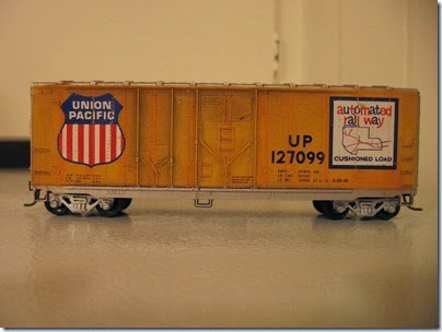 IMG_6244 Athearn  40-foot Grain-Loading Boxcar Union Pacific #127099