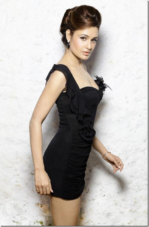 Actress Yuvika Latest spicy_pic