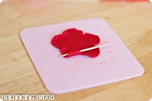 How to make small gumpaste roses (1)