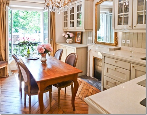 large_16-expansive-kitchen-in-french-provincial-style-web