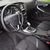 2013-Volvo-V40-HB-Interior-4.jpg