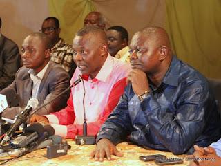 Des opposants congolais le 13/12/2011 dans la salle Fatima à Kinshasa, lors d'une réunion contre des résultats de la présidentielle de 2011 en RDC. Radio Okapi/ Ph. John Bompengo