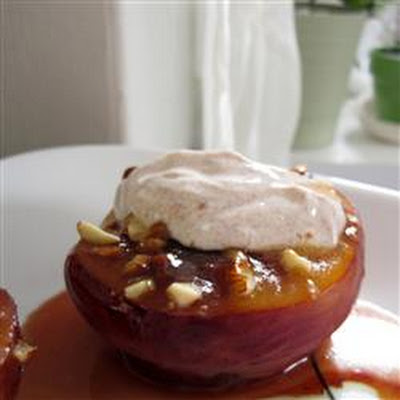 Almond-Topped Spiced Peaches