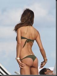 claudia-galanti-bikini-1218-18-675x900
