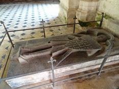 2014.09.10-034 gisant de Raoul de Coucy dans l'abbaye St-Martin