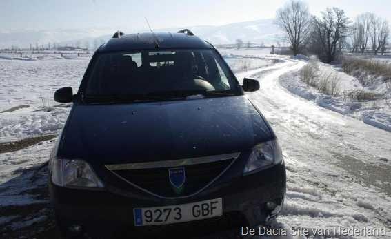 [Dacia%2520in%2520de%2520sneeuw%252002%255B6%255D.jpg]