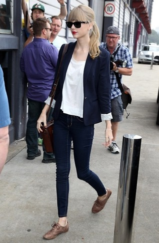 Celebrity-Street-Style-Taylor-Swift-21