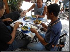 A Rabada bem servida, com polenta e agrião acompanhando feijão com arroz
