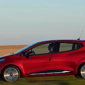 2013-Renault-Clio-4-10.jpg