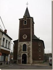 Geten (Jauche): De classicistische Sint-Martinuskerk uit 1763-1766 met een arduinen doopvont uit 1571