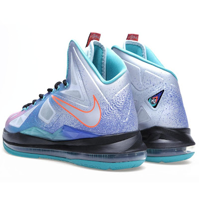 nike lebron 10 gr pure platinum 9 03 Nike LeBron X Re Entry Hits Nikestore Europe