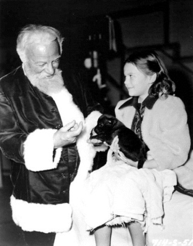 NATALIE WOOD ON SET  MIRACLE ON 34TH STREET
