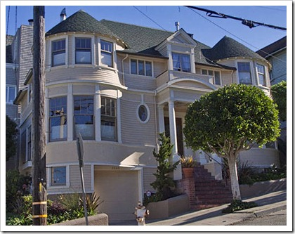 """Mrs Doubtfire"" house at 2640 Steiner"