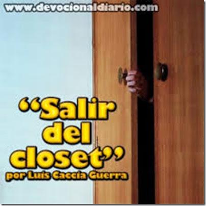 hombre dentro del armario (7)