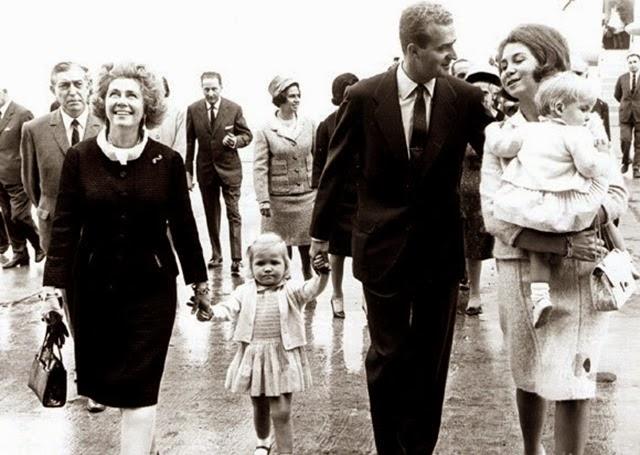 Federica de la mano de su nieta Elena, junto a Juar Carlos y Sofia de España y su hija Cristina