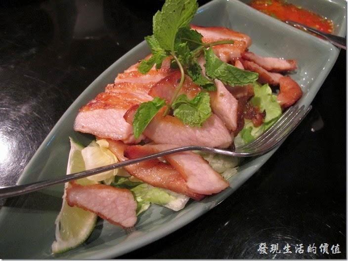 台北-香米泰國料理。檸檬烤松坂豬肉。這松阪豬肉只能說平平,因為外皮並沒有很酥脆,肉質倒是不錯。