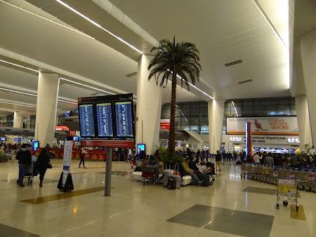 04. Aeroport Delhi.JPG