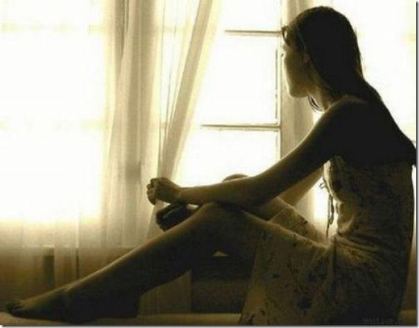 Lindas imagens de garotas olhando para fora da janela (1)