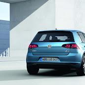 2013-Volkswagen-Golf-7-9.jpg