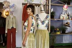 susy laude indossa uno degli abiti ricamati della collezione PE2014 - ph. f.pizzo