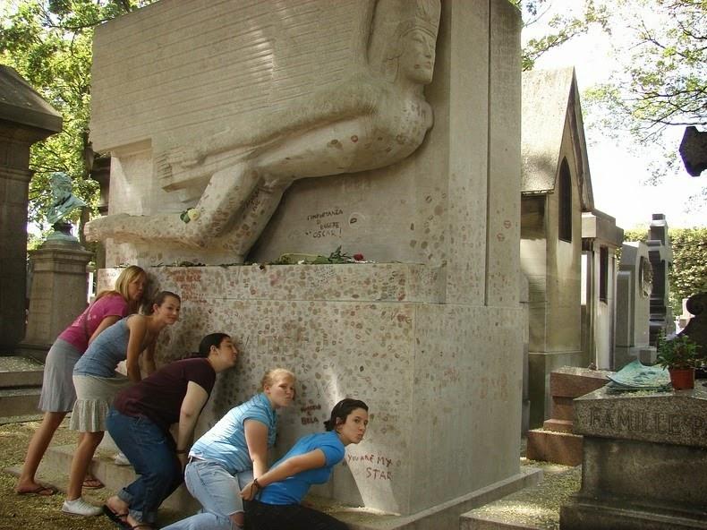 oscar-wilde-tomb-4