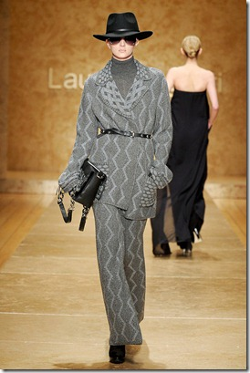 LAURA-BIAGIOTTI-FALL-2011-RTW-PODIUM-024_runway