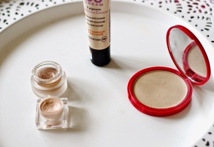bourjois cc cream 33, bourjois healthy balance powder 53, kroyla for glossybox highlighter in cashmere, topshop's glow in gleam