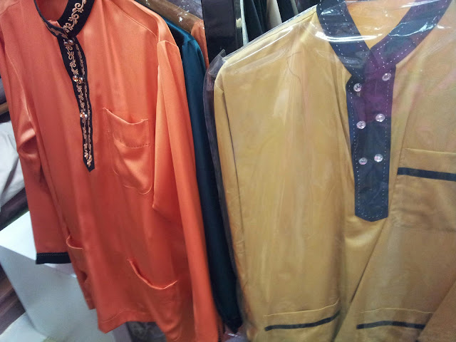 baju oren tu harganya RM170. yang belah kanan RM150. hubby amik design ...