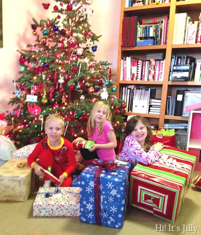 tripletsinfrontofchristmastree