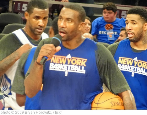 'Amar'e addresses the masses' photo (c) 2009, Bryan Horowitz - license: https://creativecommons.org/licenses/by-sa/2.0/