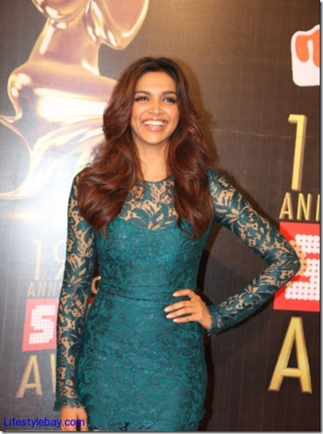 Deepika-Padukone-hot-photos-at-19th-Colors-Screen-Awards-1
