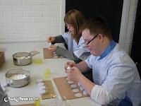 Werken op het ATC (arbeids trainings centrum): oa. inpakwerk en hout kloven of tijdens de externe stage bij de bakker of de slager veel werkervaring opdoen (1)