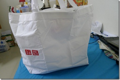 white eco shopper bag from Uniqlo