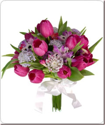 Buquê de noiva com tulipas pink, orquídeas dendrobiun, orquídeas denfale e outras flores nobres como: didiscos, frezias e estatisticas. Com laço de cetim branco