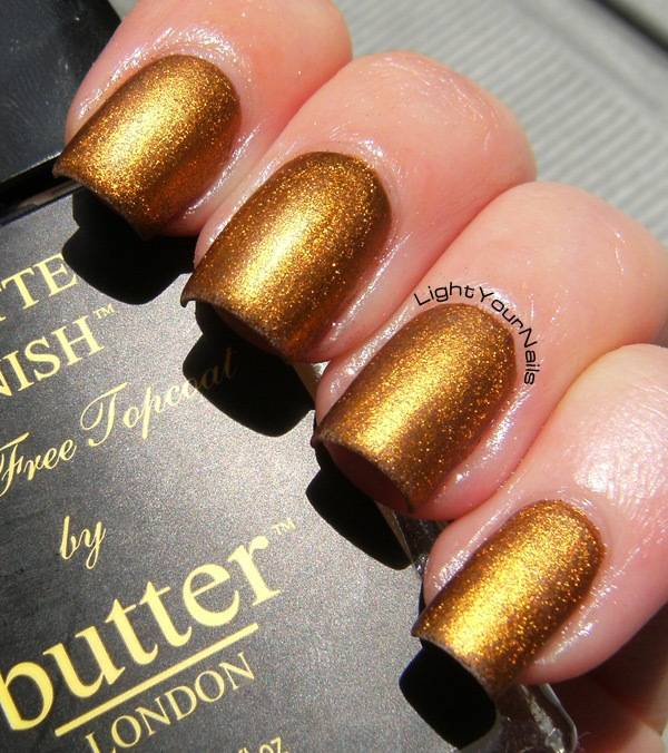 Catrice Oh My Goldness! + Butter London Matte Finish