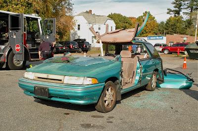 ぶった切られオープンカーと化した乗用車