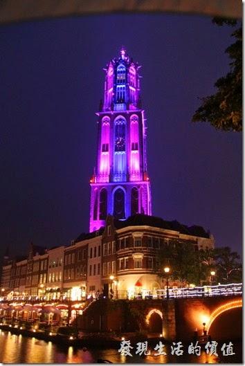 日本北九州-豪斯登堡。「德姆特倫高塔」夜晚燈光變換甚是漂亮。