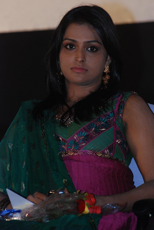 cute & hot actress: ramya nambeesan hot in green chudithar