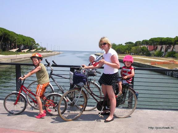 Na moście między Lido Degli Estensi a Lido di Spina