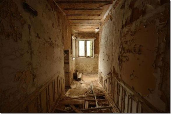 abandoned-castle-belguim-24