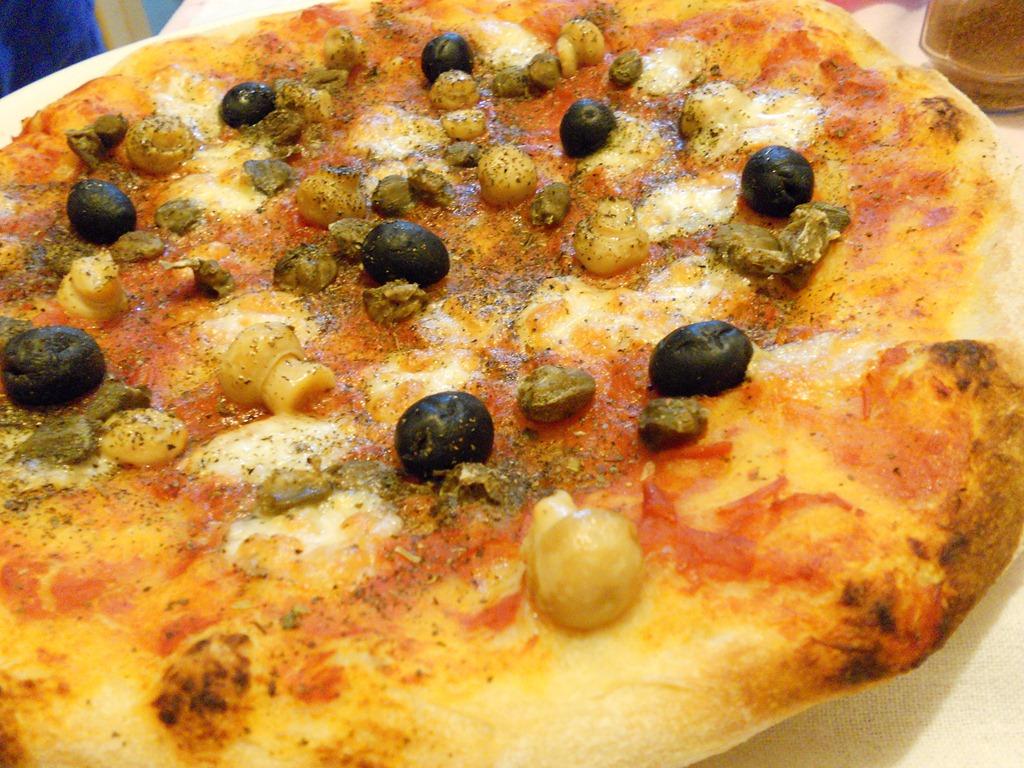 [pizza%2520olive%2520e%2520funghetti%2520%25282%2529%255B5%255D.jpg]