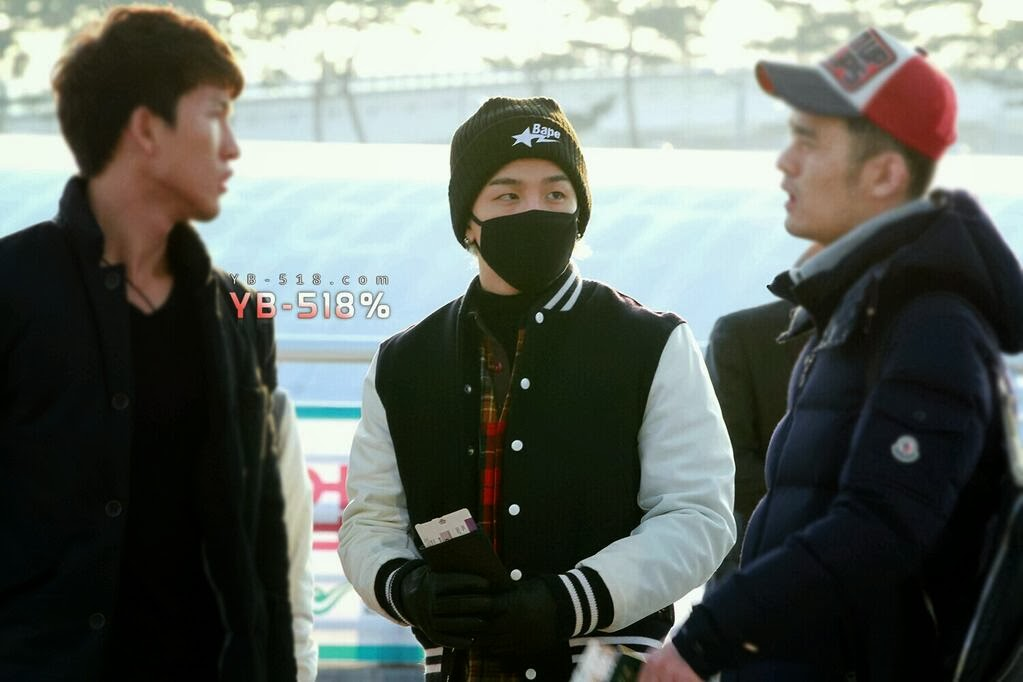 Tae Yang - Incheon Airport - 06dec2013 - Fan - YB 518% - 07.jpg