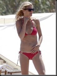 0711-gwyneth-paltrow-bikini-01-675x900