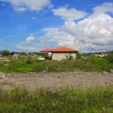 写真7: Sp.Planの再定住スキム。宅地販売で15,000リンギ/ロットと安いが、湿地なので土を入れないといけない / Photo7: Resettlement scheme at Sg. Plan_those regidential lots sold 15,000// / lot but wetland soil require additional landfill