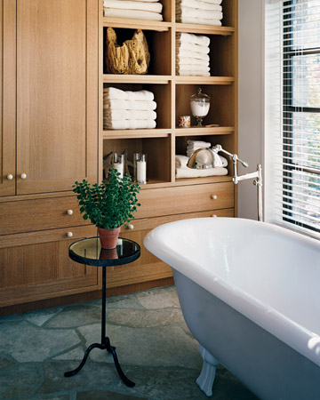 I love the beautiful cabinetry in this bath. (marthastewart.com)