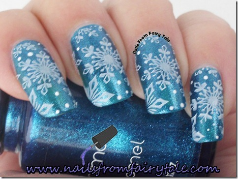 matching manicure - snowflakes 4