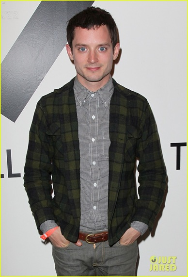 Elijah-Wood-dog-suit-00