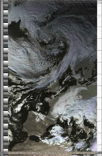 NOAA 19 northbound 41W at 17 Oct 2010 12:41:06 GMT on 137.10MHz, HVC enhancement, Normal projection, Channel A: 2 (near infrared), Channel B: 4 (thermal infrared)