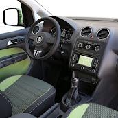 2013-Volkswagen-Cross-Caddy-5.jpg