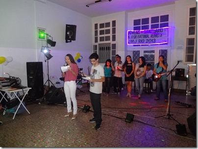 Fernanda Lopez e Robson Brasil (Ministério Jovem Incendeia) anunciam a primeira atração musical da noite